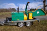Mobilny rębak tarczowy do gałęzi napędzany silnikiem Diesla 4 cylindry, moc 40 kM. Hydrauliczne pobieranie materiału, homologacja.  Wyprodukowano w Polsce. - Obraz5